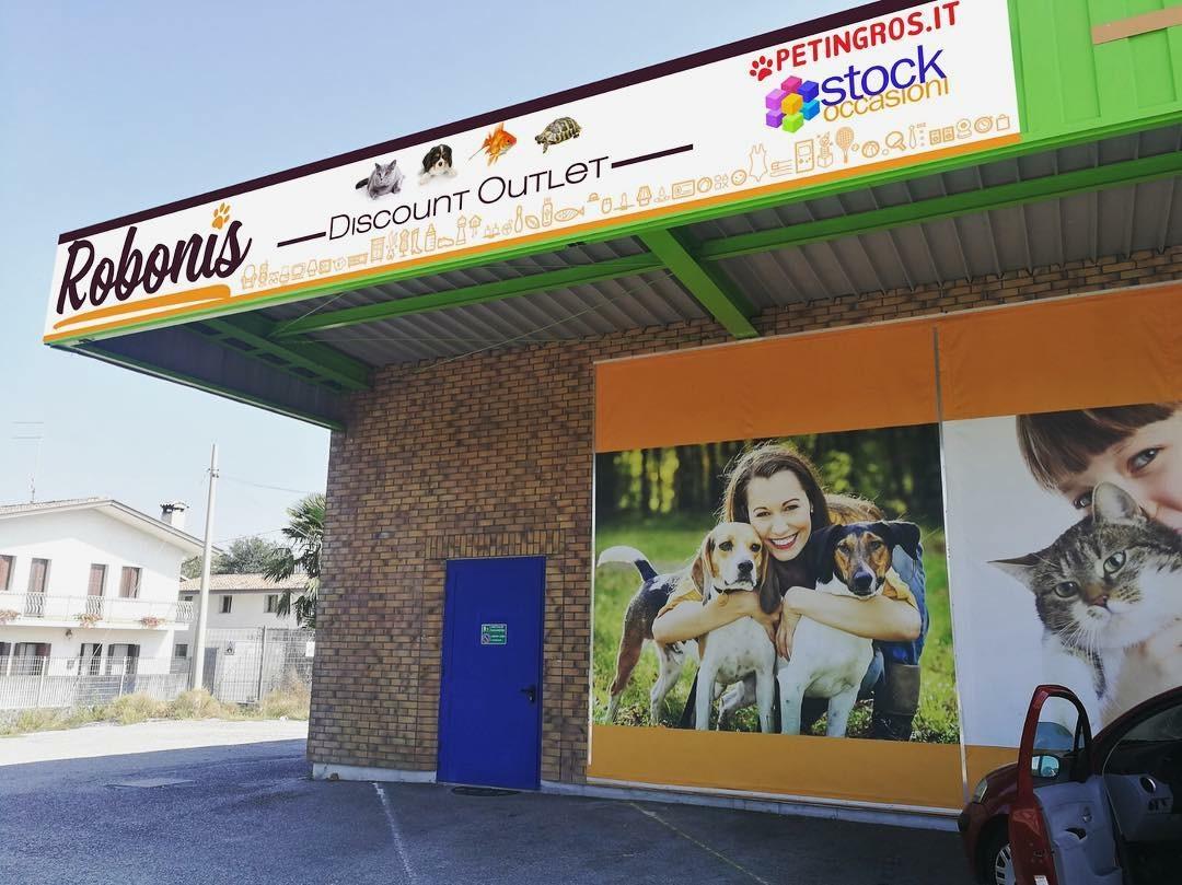vetrina negozio animali